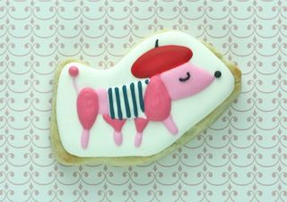 Cute-french-poodle-decorated-cookie-590x417